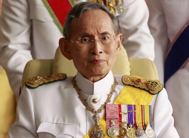 بوميبول أدولياديج، ملك تايلند - 30 مليار دولار