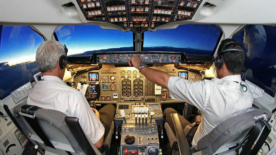 الطيارين ومهندسي الطيران