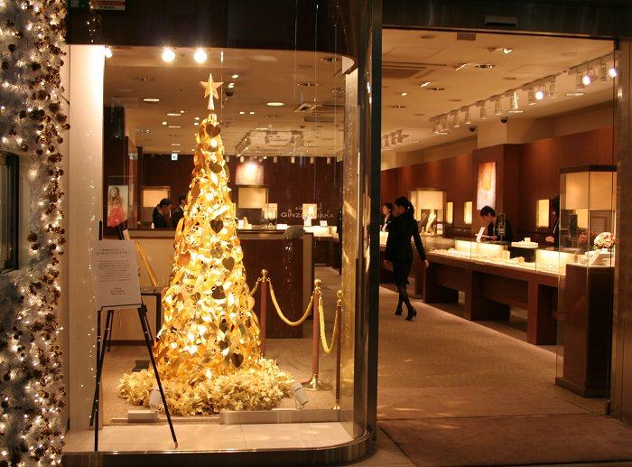 شجرة عيد الميلاد الذهبية