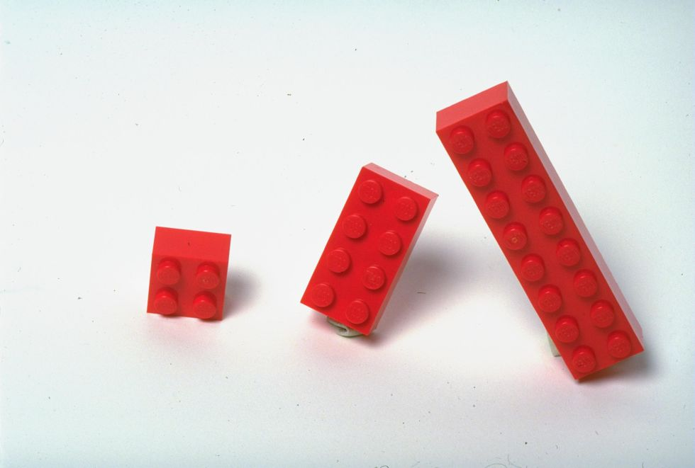 هناك 915،103،765 طريقة لتركيب 6 قطع ليغو ذات 8 رؤوس مع بعضها البعض
