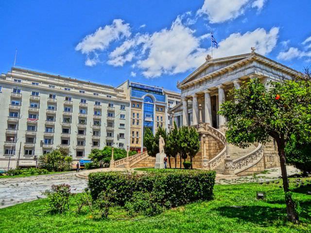اليونان - 26% من تلاميذها تخرجوا في المجالات العلمية