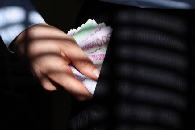 غسيل الأموال والتهرب من دفع الضرائب