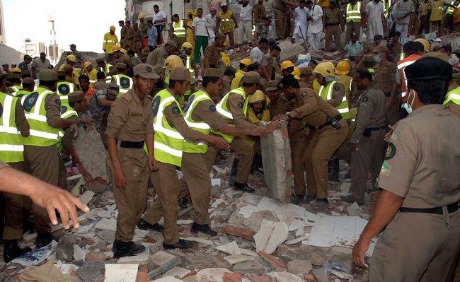 سنة 2006 - وفاة 421 شخص في حادثين مختلفين