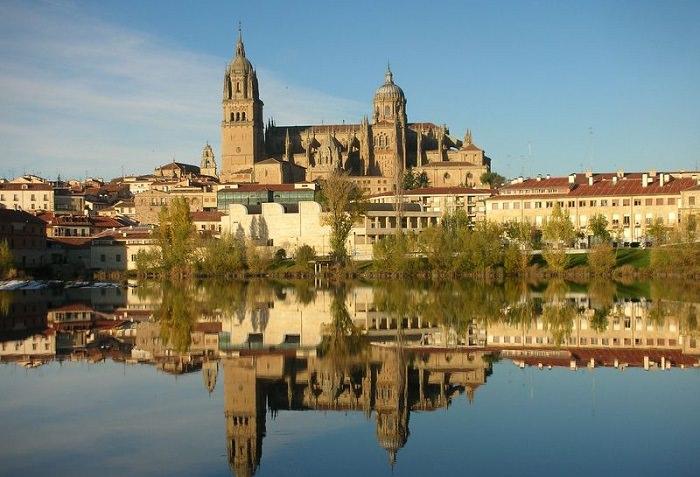 جامعة سالامانكا في إسبانيا - تأسست في عام 1218