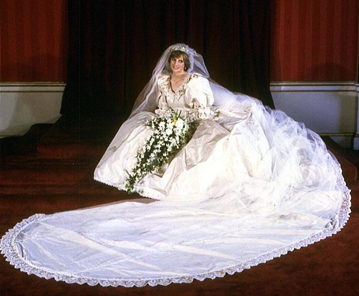 فستان زفاف الأميرة «ديانا» - 140 ألف دولار