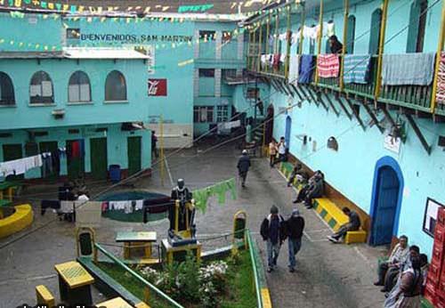 سجن سان بيدرو – بوليفيا، حيث يجب على السجناء شراء عنابرهم