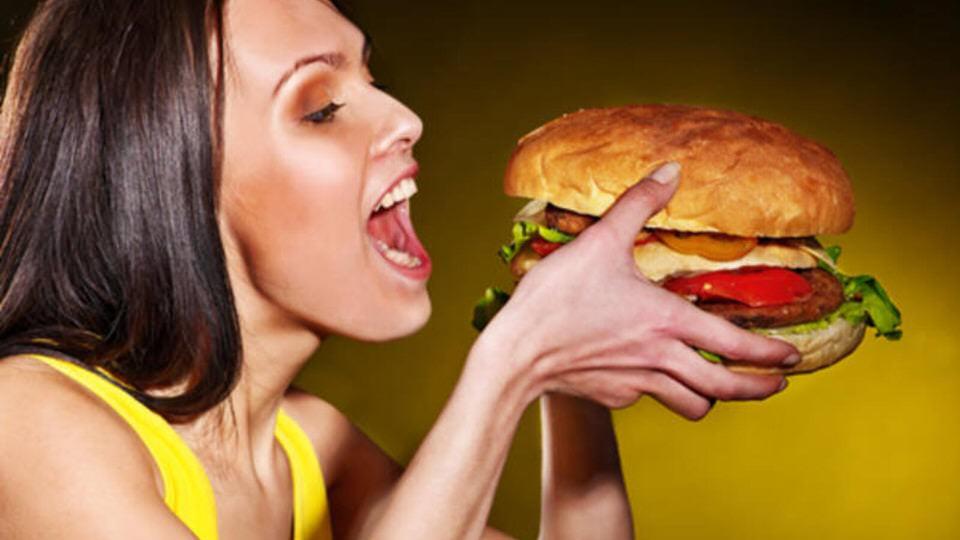 تجنب تناول الطعام الدهني ل علاج الغازات