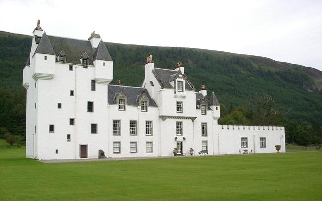 قصر ميجيرني - اسكتلندا