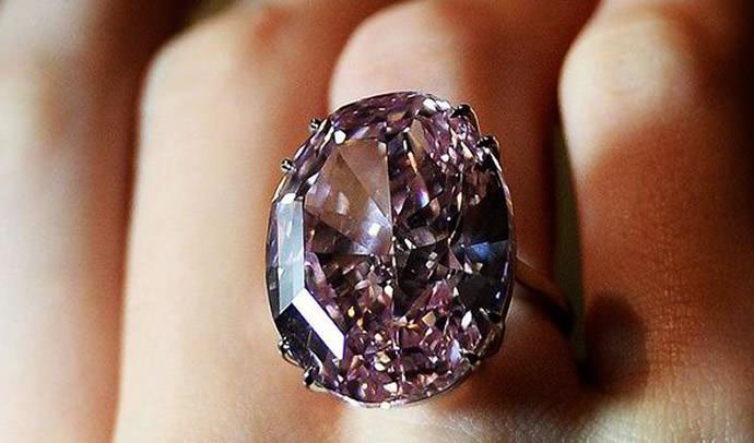 خاتم نجمة الماس الوردية اغلى مجوهرات العالم Pink Star Diamond - بـ 72 مليون دولار