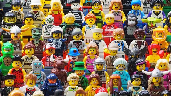 لو كانت مجسمات شخصيات ليغو حقيقية لشكلوا اكبر دولة في العالم
