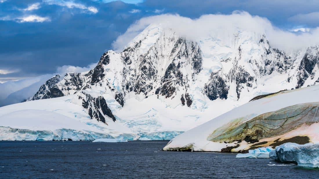 من المطارات الخطرة مطار انتاركتيكا