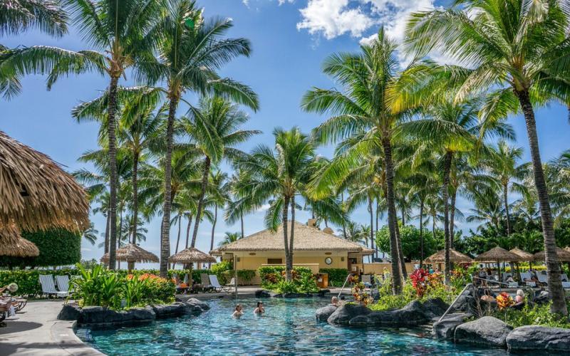 أواهو، هاواي (درجة الحرارة: 24 إلى 30 درجة مئوية)