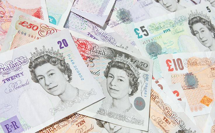 الجنيه الإسترليني للملكة المتحدة - يعادل 1.56 دولار أمريكي