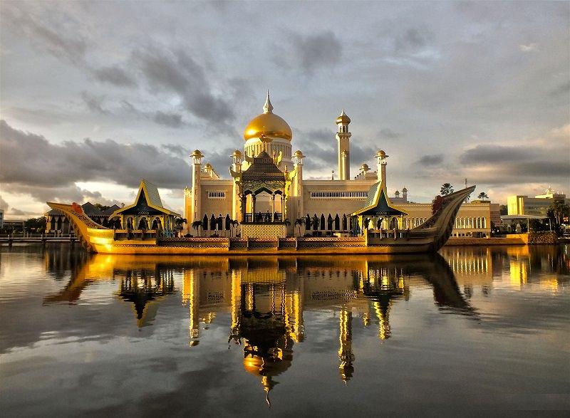 مسجد السلطان عمر علي سيف الدين (سلطنة بروناي)