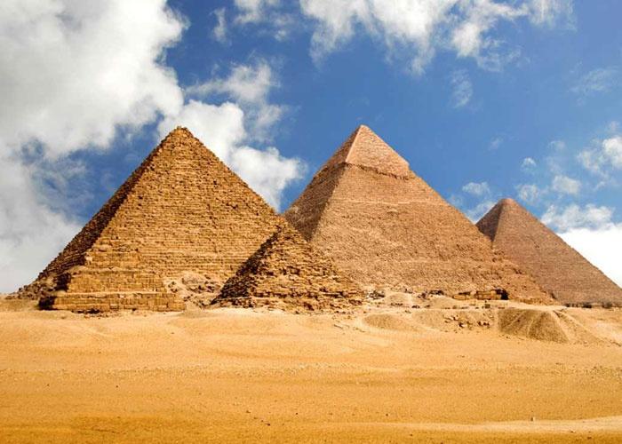 الاهرامات هي الاقدم تاريخيا