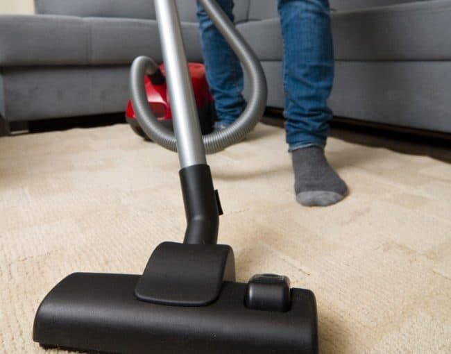تنظيف البيت بشكل جيد وعدم ترك الغبار