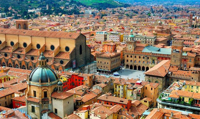 جامعة بولونيا في إيطاليا - تأسست في عام 1088