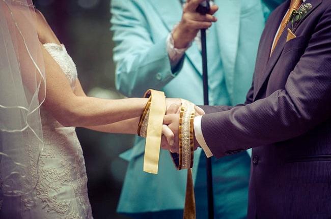 تقييد اليدين، أغرب تقاليد الزواج
