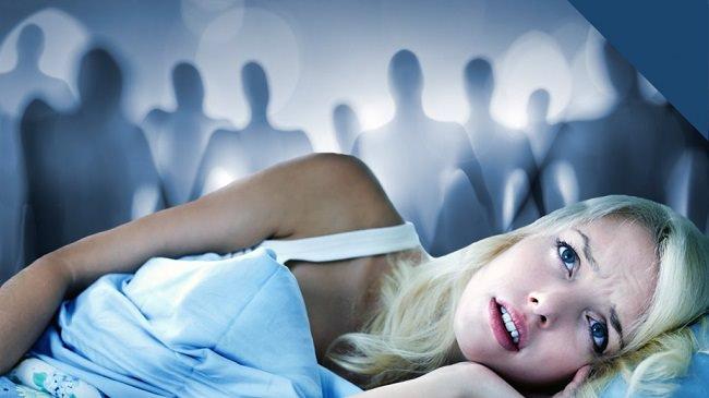 شلل النوم والعينان المفتوحتان