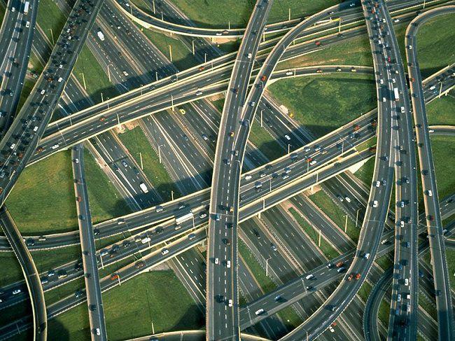الولايات المتحدة الأمريكية، اطول شبكات طرق في العالم - 6،586،610 كيلومتر