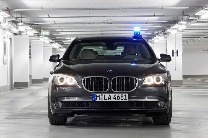 BMW 750 أل آي سيدان - 340 ألف دولار