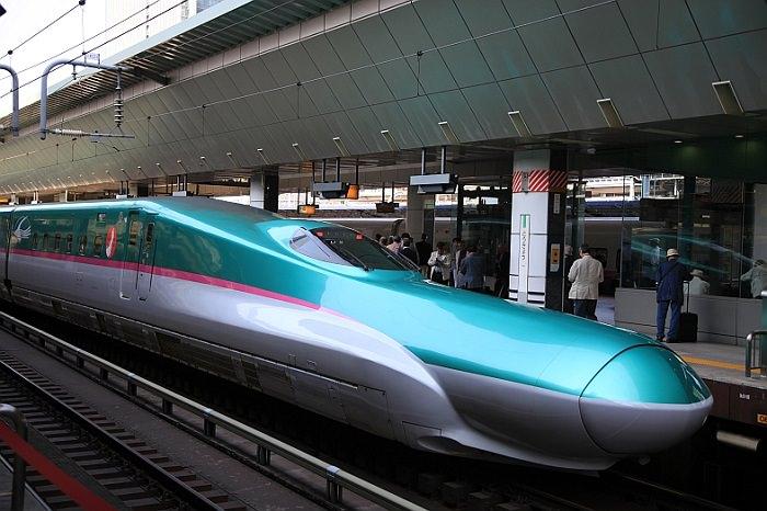 قطار SHINKANSEN E5 في اليابان - 400 كم في الساعة
