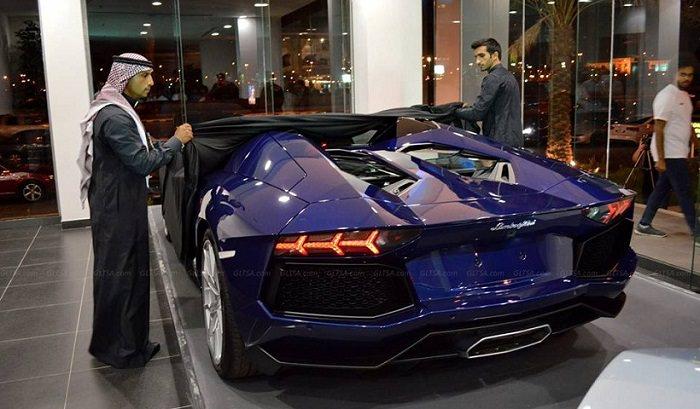 الكويت - ما هو سعر سيارة لامبورغيني؟