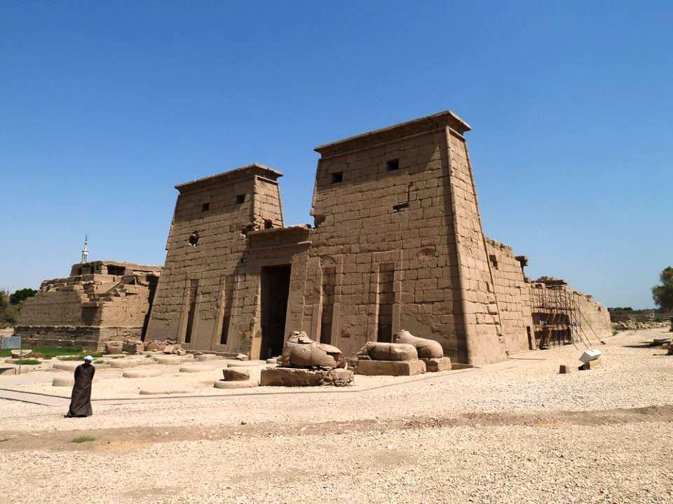 معبد الإله خونسو