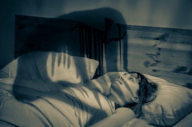 أسباب شلل النوم