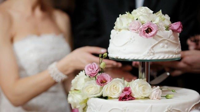 كعكة الزفاف لجلب الحظ والخصوبة