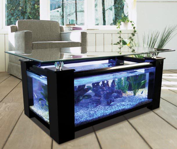 حوض أسماك كطاولة