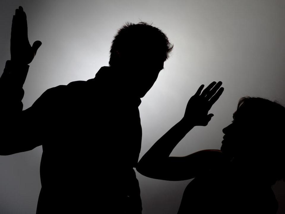 العنف وتحكم الازواج
