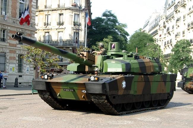 دبابات إيه أم أكس-56 ليكليرك - فرنسا
