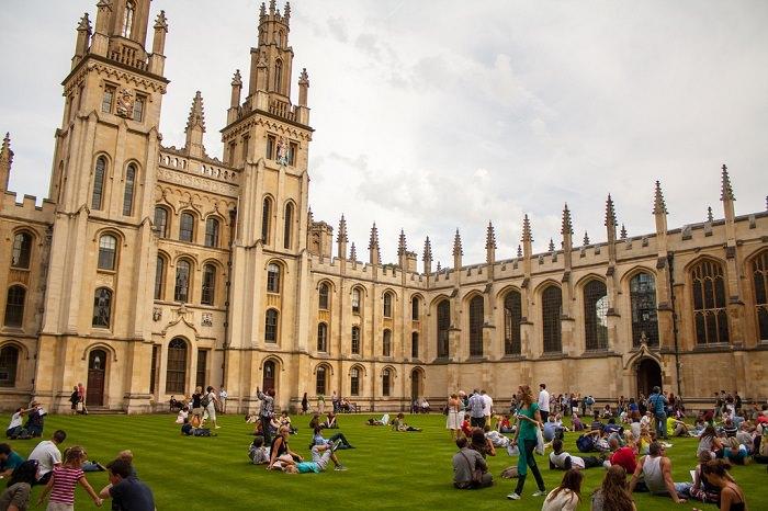 جامعة أوكسفورد في بريطانيا - تأسست في عام 1167