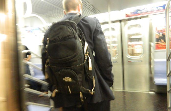 حقائب الظهر مع الزي الرسمي