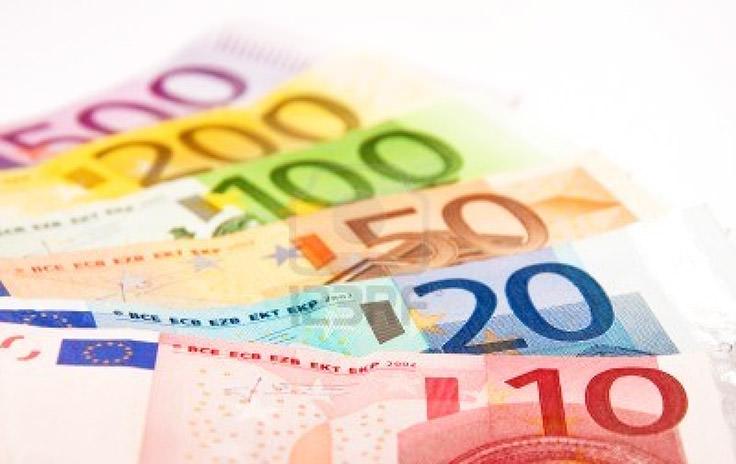 اليورو - يعادل 1.22 دولار أمريكي