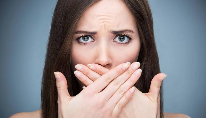 تساعد على التخلص من رائحة الفم
