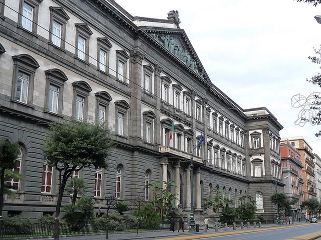 جامعة نابولي فيديريكو الثاني في إيطاليا - تأسست في عام 1224