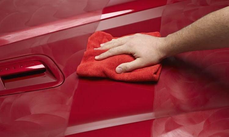 يستخدم الكاتشب في تنظيف وتلميع أجزاء السيارات