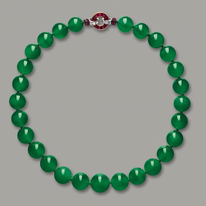 قلادة اليشمك The Jadeite Necklace - بـ 27.4 مليون دولار
