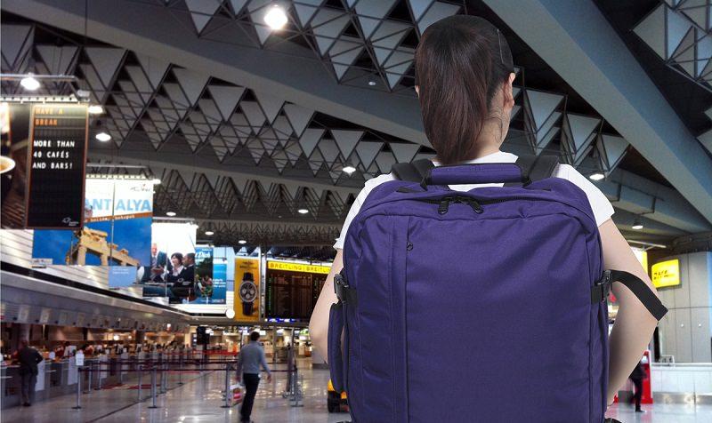 عدم أخذ ملابس إحتياطية داخل الحقيبة المحمولة إلى الطائرة