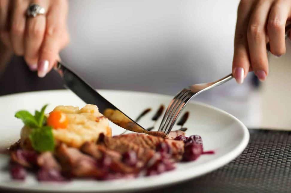 الأكل بطريقة مناسبة