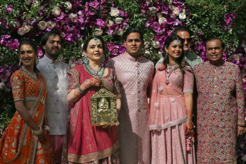 عائلة أمباني، الهند