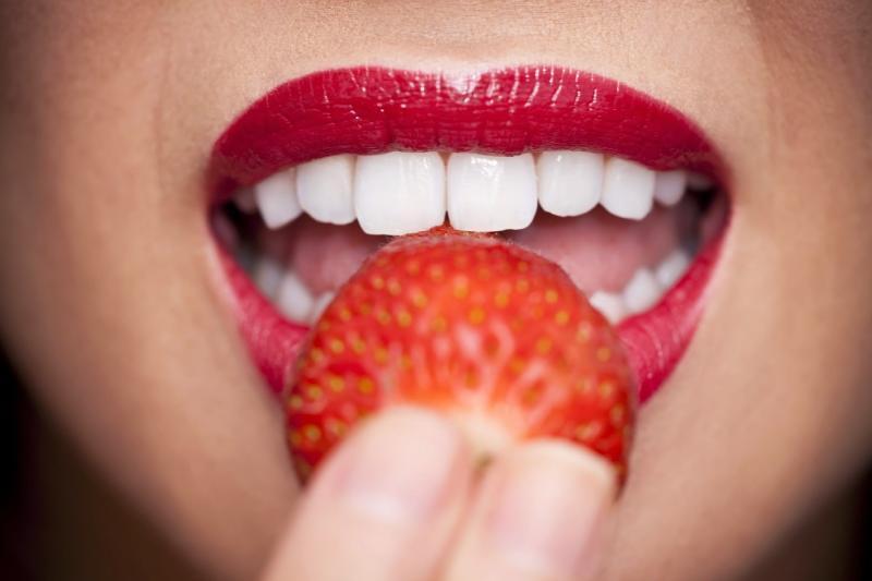 الفراولة و الأسنان