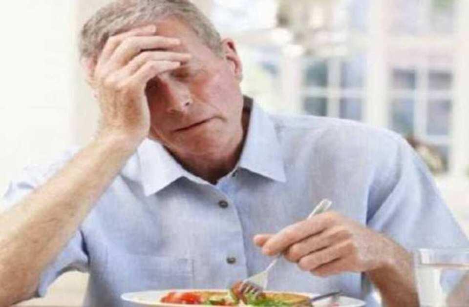من اضرار عملية تكميم المعدة سوء التغذية