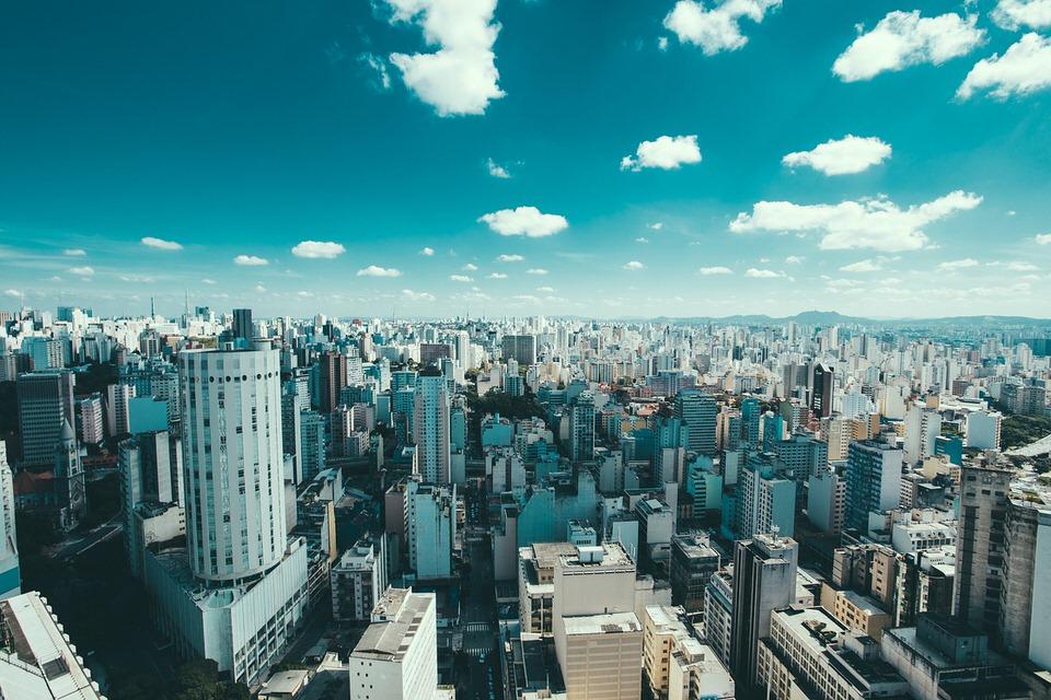 ساو باولو، البرازيل (درجة الحرارة: 22 إلى 28 درجة مئوية)