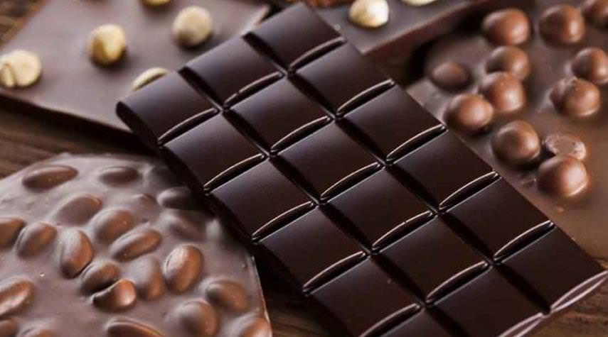 الشوكولاتة الداكنة واللوز