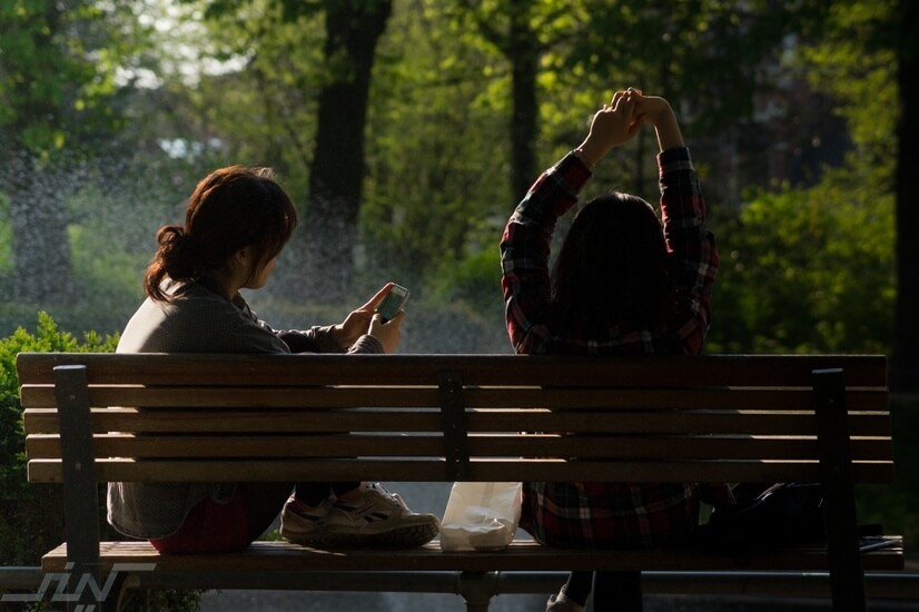 كوّن صداقات و تواصل باستمرار