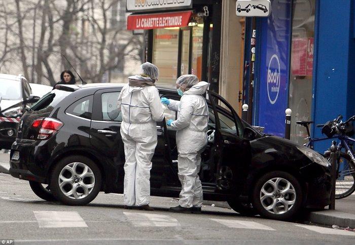 الدليل الوحيد الذي أدى للتعرف على هوية المهاجمين: بطاقة هوية تركت في السيارة