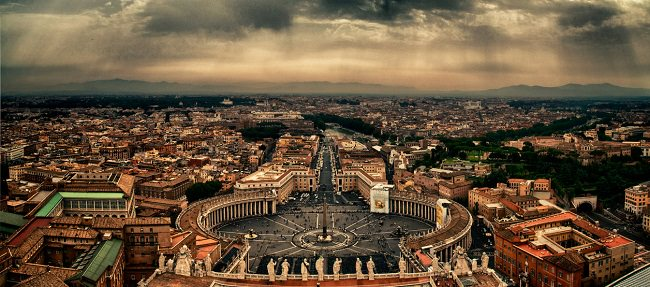 الفاتيكان، تحتوي على اهم اماكن مقدسة للديانة المسيحية - إيطاليا